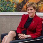 Escocia: Sturgeon defiende medidas económicas para la independencia