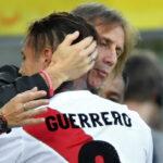 Ricardo Gareca saluda actuación de Paolo Guerrero con efusivo abrazo