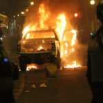 Manifestantes contra el Congreso queman patrullero en Centro de Lima (Fotos)