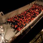 Italia anuncia que cerrará sus puertos a barco de rescate con más de 600 migrantes (VIDEO)