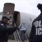 Inmigrante ilegalse suicida en baño de aeropuerto durante viaje de deportación