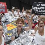 Susan Sarandon detenida con cientos de mujeres enprotesta contra política migratoria de Trump (VIDEO)