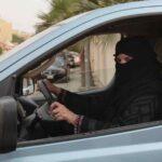 Arabia Saudí empieza a expedira las mujeres permisospara conducir