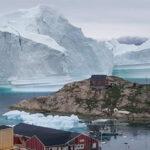 Groenlandia: Gigantesco iceberg amenaza con hundir en el mar a un pueblo (VIDEO)