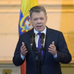 """Colombia: Santos pide a su sucesor Iván Duque y las FARC """"cuidar la paz que está naciendo"""" (VIDEO)"""