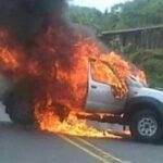 Colombia: Disidentes de las FARC asesinan a 3 funcionarios de la fiscalía y queman camioneta (VIDEO)