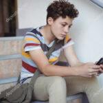 Francia: Asamblea Nacional aprueba prohibición de teléfonos celulares en escuelas y colegios