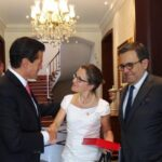 Peña Nieto y canciller de Canadá coinciden en cerrar rápido revisión de TLCAN