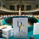 La RAE evalúa no seguir imprimiendo sus diccionarios por bajas ventas