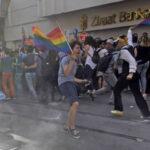 Turquía: Policía rechaza Marcha del Orgullo Gay en la emblemática plaza Taksim (VIDEO)
