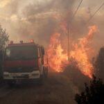 Siete incendios asolan Grecia y provocan evacuaciones y cortes de carreteras
