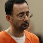 EEUU: Presos atacan a golpesal exmédico Larry Nassar que abusó de 169 mujeres (VIDEO)