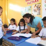 Día del Maestro: Unos 600 mil profesores celebran hoy su día