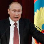 """Putin denuncia que """"fuerzas en Estados Unidos """" buscan sabotear relaciones de Trump con Rusia (VIDEO)"""
