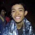 Tailandia: Los doce niños y entrenador atrapados en cueva reciben jubilosos alimentos y medicinas (VIDEO)