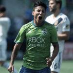 Raúl Ruidíaz anota golazo en goleada de 5-0 del Seattle a Los Ángeles Galaxy
