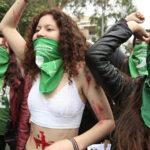 "Manifestantes en Lima se unen en ""pañuelazo"" a favor del aborto en Argentina"