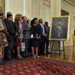 Santos devela óleo del único presidente negro que ha tenido Colombia