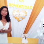 """Candidata a alcaldesa """"se casa"""" con la honestidad en acto de campaña"""