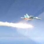 Bombarderos rusos probaron potentes misiles supersónicos contra buque decomisado (VIDEO)