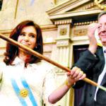 Argentina: Juez Bonadio ordenó devolver los bastones presidenciales a Cristina Fernández