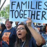 Juez de EEUU mantiene freno temporal a deportación de familias reunificadas