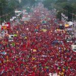 Chavismo marcha este martes cuando oposición ha convocado a un paro