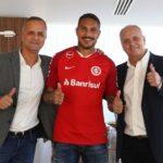 Paolo Guerrero fue presentado como jugador del Inter de Porto Alegre