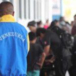 Unos 100 venezolanos emigrados a Perú volverán a Venezuela en avión
