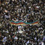 Miles de personas protestan contra la Ley de Estado Nación en Tel Aviv