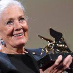 Vanessa Redgrave recibe emocionada el León de Oro a la carrera en Venecia