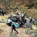Al menos 10 muertos por caída de ómnibus a un abismo en Sihuas