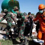 Indonesia: Suben a 105 las víctimas mortales del terremoto (VIDEO)