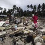 Indonesia: Sube a 37 cifra de muertos por terremoto de 7 grados (VIDEO)