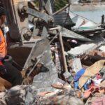 Aumenta a 131 la cifra de los muertos por el terremoto en Indonesia