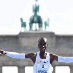 Keniano Eliud Kipchoge bate record mundial en el maratón de Berlín