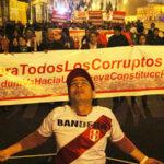 El pueblo marchó en apoyo a reformas planteadas por Martín Vizcarra (Fotos)