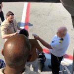 Pasajeros del avión puesto en cuarentena en Nueva York tienen gripe