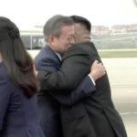 Kim Jong-un recibió con fuerte abrazo a Moon Jae-in para la cumbre de Pyongyang (VIDEO)