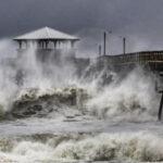 EEUU: Miles de familias abandonan la costa este por temor al huracán Florence (VIDEOS)