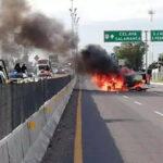 México: 10 muertos y autos quemados en operativo contra capo de tráfico de combustible (VIDEO)