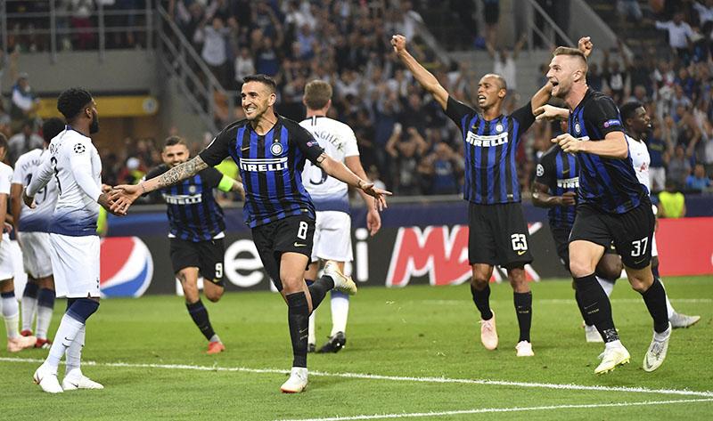 Inter de Milán logró un agónico triunfo ante Tottenham en la Champions