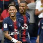Neymar y Kylian Mbappé se cuelan en la pasarela parisina