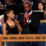 EEUU: Obispo del funeral de Aretha Franklin pide disculpas por manosear a Ariana Grande (VIDEO)