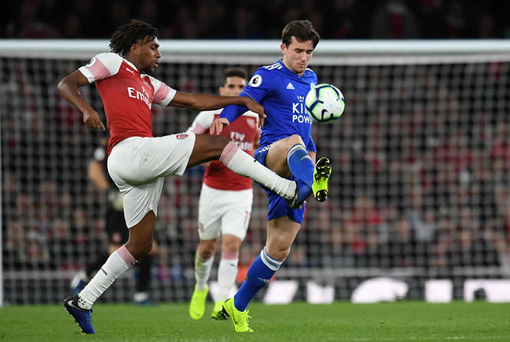 Arsenal vence 3-1 a Leicester e hila 10mo triunfo
