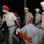 India: Tren arrolla a una multitud en plena fiesta religiosa y deja al menos 50 muertos (VIDEO)