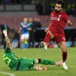 Champions League: Nápoles en el m.89 derrota por 1-0 al Liverpool