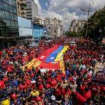 Miles de chavistas marchan en Caracas por la paz y para respaldar a Maduro