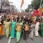 India: Devotos impiden a mujeres entrar a un templo pese a orden judicial