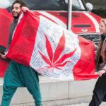 Canadá abre la puerta del mundo desarrollado a la marihuana recreativa con largas colas (VIDEO)